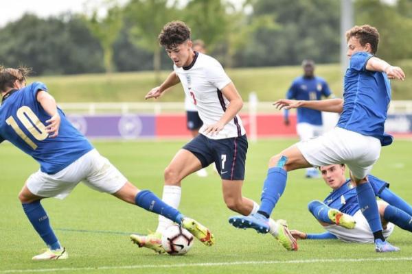 """ Jud Bell "" arranged one pill to help England U19 defeat Italy U19 2-0"